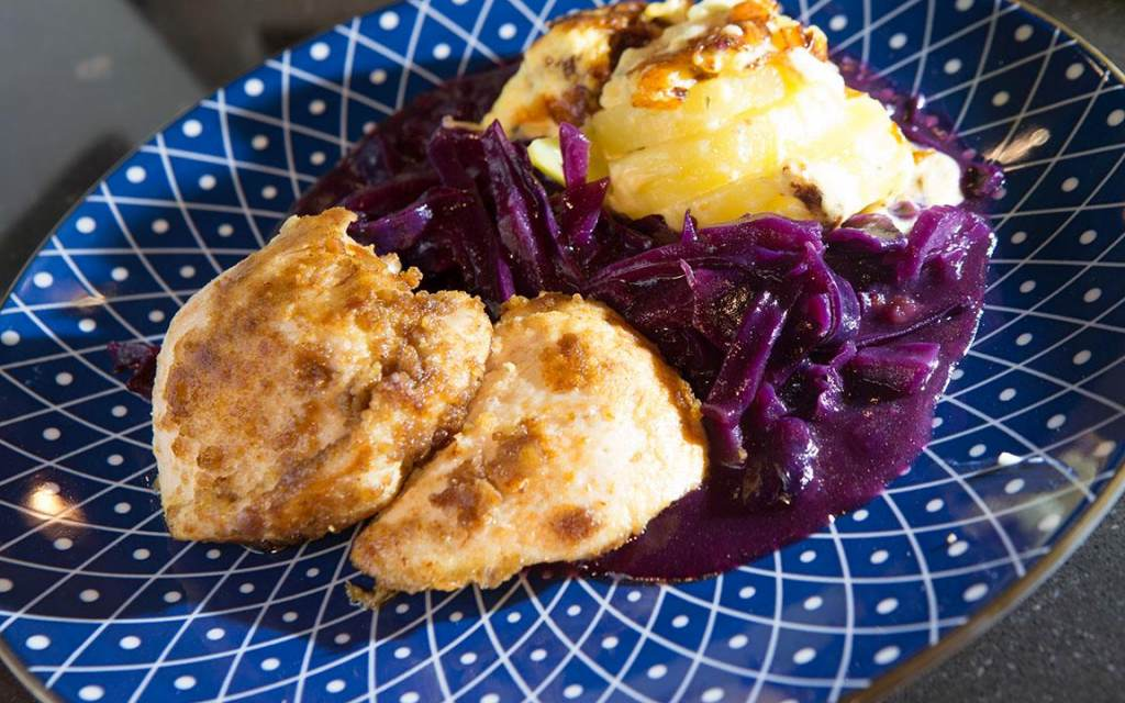Kip met speculaas, rode kool en aardappelgratin